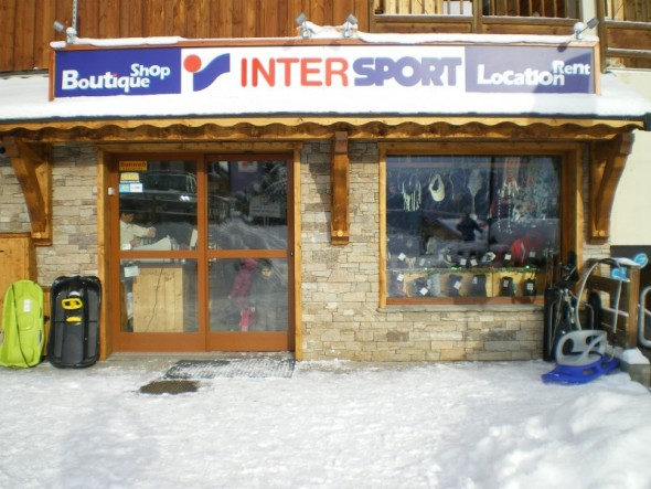 vitrine-magasin-intersport-st-jean-neige-ski.JPG